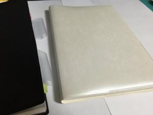 ①手帳カバー(白×白パール)
